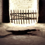 1) Podlaha chodby u sakristie před opravou