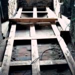 1) Prostřední místnost, podlaha - průběh opravy