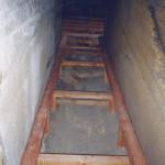 11) Ambit západ, pohled k severu. Oprava podlahy.