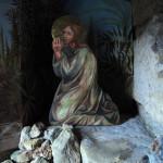 Odešel kousek dál, padl na zem a modlil se, aby byl ušetřen nastávajících hodin, kdyby to bylo možné.
