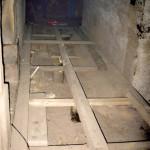 12) Ambit sever, pohled k východu. Oprava podlahy.