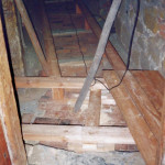 14) Ambit východ, pohled k severu. Oprava podlahy.