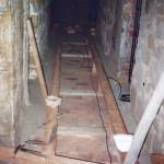 15) Ambit východ, pohled k severu. Oprava podlahy.