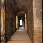 19) Ambit sever, pohled k východu. Podlaha po opravě (bez východního dokončení)
