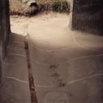 2) Ambit jih, pohled k západu. Podlaha před opravou