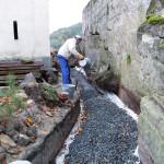 Vrstvení štěrku na geotextilii - jižní trakt 3