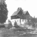 Berkovský zámeček, kolem r. 1950 - patrná je postupující navážka. Dnešní parkoviště a sousední hřiště je tvořeno 2-3m navážkou.