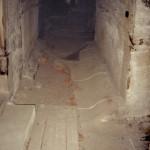 5) Ambit sever, pohled k východu. Podlaha před opravou