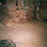 5) Zadní místnost - podlaha před opravou