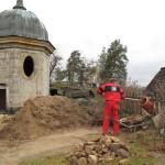 Materiál z výkopů byl po archeologickém výzkumu z části použit na zásyp drenáže, přbytečný byl dopraven dolů