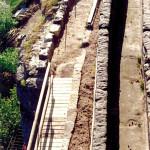 6) Můstek, dozděný záhon a západní část terasy po vyčištění