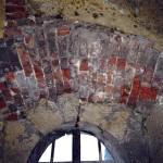 7) Záklenek okna před opravou