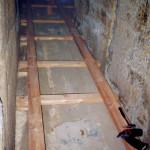 8) Ambit jih, pohled k západu. Oprava podlahy.