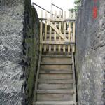 Branka na západním konci spodní terasy
