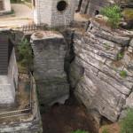 Pohled z výšky do dolního dvora