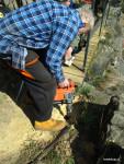 Kotvení nových masívnějších sloupků plotu