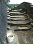 Vyplňování stupňů směsí na bázi románského cementu